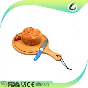China Custom logo round rubber wood pizza boards pizza plate cutting board with handle on sale