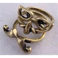 China Custom Personalized Women's Mouth Nose and Glass with No Toxin Diamond One Finger Ring on sale