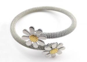 China High Quality Sunflower Shaped Stainless Steel Bracelet Wire Bangle on sale