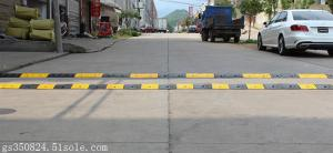 China Driveway road Safety Traffic Reflective Rubber Speed Bump for sale on sale