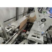 Empaquetadora automatizada llena de la caja del cartón, frutas y verduras que embalan la máquina