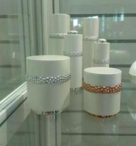 Quality nuevos botellas y tarros cosméticos plásticos blancos superiores for sale