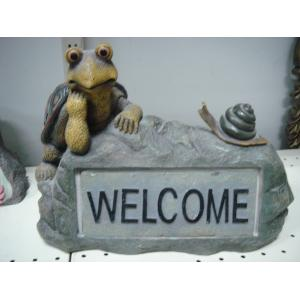 China Polyester Epoxy Resin Crafts  Statue Tortoise on Rock for  garden stakes Decorative on sale