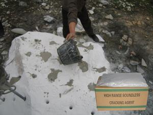 China High performance 45MPa Calcium Hydroxide /expansive mortar for stone breaking on sale