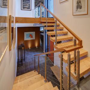 China Modern Design Steel Beam Stringer Open Riser Staircase on sale