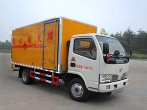 China Petit véhicule de transport de feux d'artifice de Dongfeng (CLW5070XQYD4) on sale