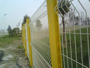 China Commercial Galvanized Steel Welded Curved 3D Wire Mesh Fence on sale