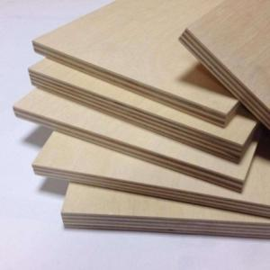 China Natural Color Pine Veneer Plywood , Construction Pallets 4 By 8 Plywood Sheets on sale
