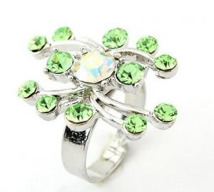 China Unique Fashion Women's Finger Western Jewelry Rings with Green Crystal for Party on sale