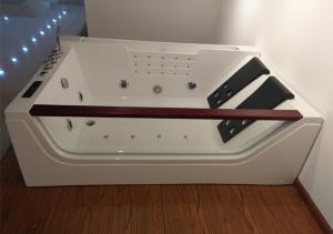 China Double Pillows Rectangular Abs Jacuzzi Whirlpool Bathtub With Computer Control on sale