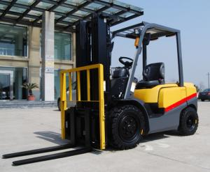China Pneumatic Solid Tyre Diesel Forklift Truck 2.5 Ton With ISUZU Energy Saving Engine on sale