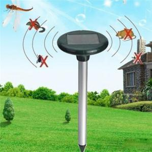 China Solar Powered Animal Repellent Ultrasonic Garden Dog Repeller Animal Chaser on sale