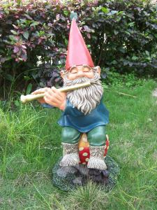 China Handmade Funny Garden Gnomes musical elf with exquisite workmanship on sale