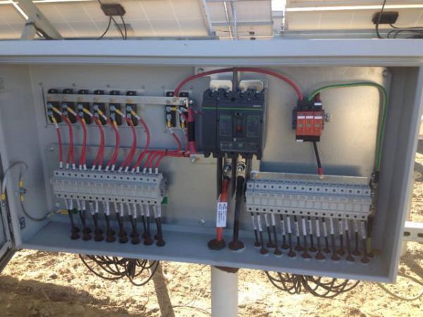 Ip65 Grey Spd Pv Combiner Box Dc Circuit Breaker 1000v