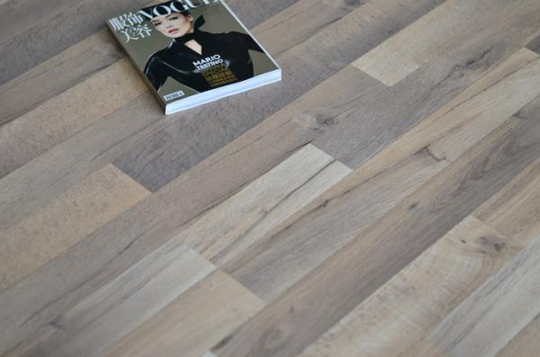 Oak Wood Waterproof Laminate Flooring , Square edge, Wax Coated Flooring ,Double Images