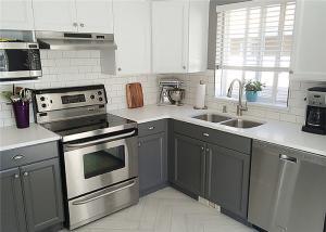 China Marple Solid Wood Kitchen Cabinets Shaker Style Paint Finish Blum / Dtc Hardware on sale