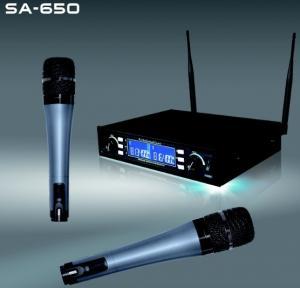 China Le karaoke sans fil de système de microphone des canaux SA-650 doubles présente le microphone sans fil professionnel de churchs on sale