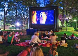 China SGS Certificated Portable Projector Screen , Giant Outdoor Movie Screen 3 Years Warranty on sale