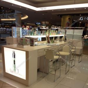 China Stylish design standing cosmetic cabinet showcase supplier