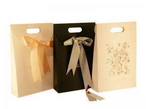 China Custom Printed Paper Gift Reusable Carrier Bags With Ribbon Closure 42cm * 28cm * 9cm on sale
