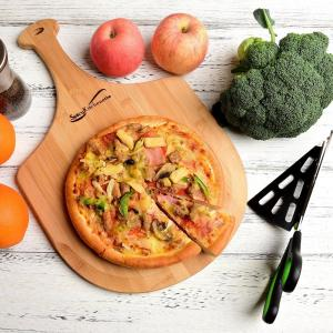 China hot selling bamboo pizza board in total bamboo material on sale