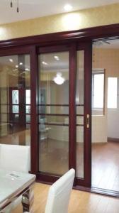 China Vidrio moderado doble interior de aluminio de madera de las puertas deslizantes de la sala de estar con la lumbrera on sale