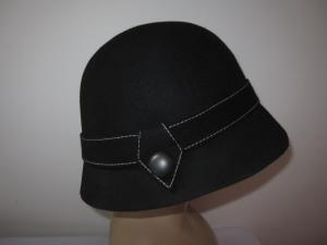 China Casual Winter Cloche Ladies Wool Felt Hats With Self Wool Felt Trimming And Buckle on sale
