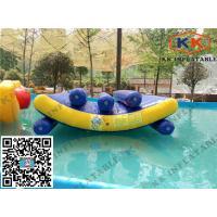 Lignes triples sautantes équipement de jouets gonflables de piscine de flotteur de bascule de l