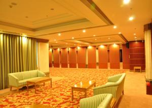 China Training Room Folding Divider Walls , Folding Wall Panels For Home Studio Recording on sale