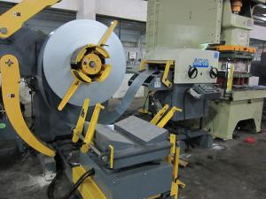China Sheet Metal Stamping And Blanking Material Leveling Machine / Nc Yaw Servo Feeder on sale