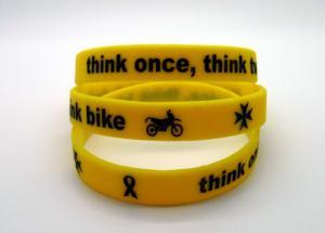 China Bracelets imprimés promotionnels de silicone remplis par encre avec le logo de Debossed, spécifications de la CE on sale