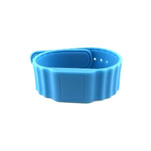 China Open Type Silicone RFID Wristbands Waterproof , NTAG 213 Custom RFID Wristbands on sale