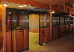 China Front Panel Wooden European Horse Stalls Bamboo Material For High Safety on sale