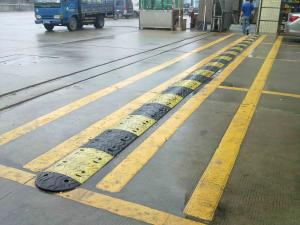China high strength industrial custom driveway rubber speed bumps install deceleration strip hump on sale