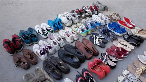 18a358e3c9768 Grade A Cheap Bulk Used Shoes Wholesale   Second Hand Kids shoes and Mens  Shoes Images