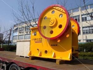 China Larger feed opening Stone rock crushing machine Capacity 390t / h on sale