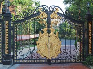 China Wrought Iron Cast Iron Decor Security Entrance Cast Iron Garden Gate Tree Shaped For Home Ornaments on sale