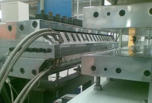 China Medio - la corteza hizo espuma cadena de producción de la hoja del PVC para la fabricación del tablero de los muebles on sale