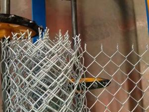 China Electro Galvanized Chain Link Diamond Wire Mesh Yard Fence , Gi Chain Link Fence on sale