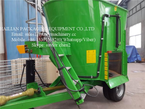 Green Vertical TMR Mixers For Feeding Animal , Cow Cattle