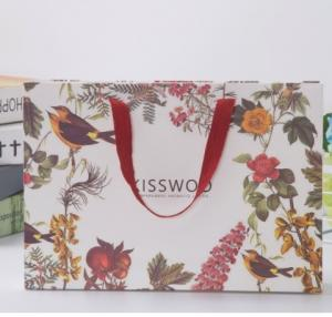 China Low cost retail OEM custom printing luxury gift shopping cloths paper craft bag on sale