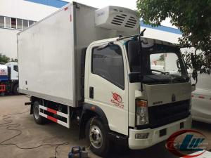 China LHD RHD Howo 4X2 Refrigerated Box Truck , 4t Frozen Meat Delivery Trucks on sale