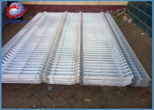 China Galvanized 3D Wire Mesh Fence Panels Round / Square / Peach Post Type on sale