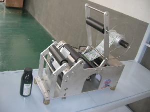 China Semi Automatic Bottle Labeling Machine (XF-TB) on sale