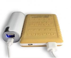 China Hot promotional item portable li-polymer battery charger 2000mAh slim power bank on sale