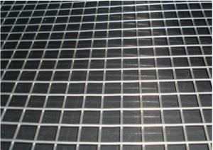 China Galvanized Welded Wire Mesh , Heavy Gauge Wire Mesh Panels 30m Roll Length on sale