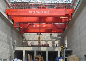 China Strong Electric Double Girder Overhead Crane QD Type 5~500T Independent Hydraulic Brake on sale