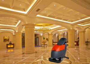 China Customization Duad Brushes Commercial Floor Cleaner For Hotel / Restaurant on sale