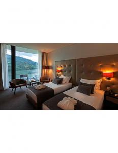 China Custom Made Modern Hotel Brdroom Furniture Wood Veneer Surface BV COC on sale