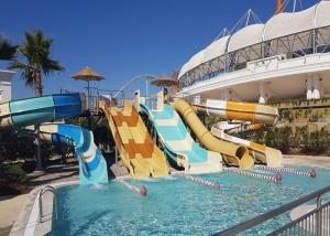 China Hotel Commercial Water Slide Water Park Equipment Family Water Slide 1 Year Warranty on sale
